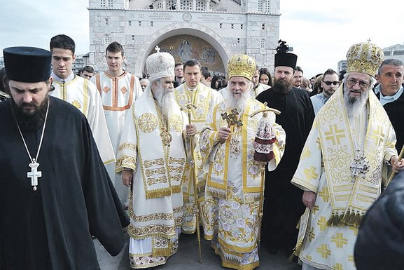 MONITOROVA ANKETA: Pregovori sa crkvom u Crnoj Gori, ne u Beogradu