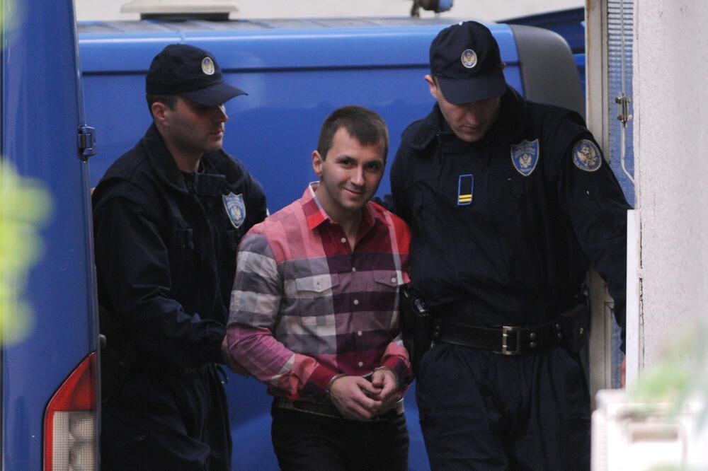 RAT KOTORSKIH KLANOVA NASTAVLJEN NA KRFU: Ubice brže od policije