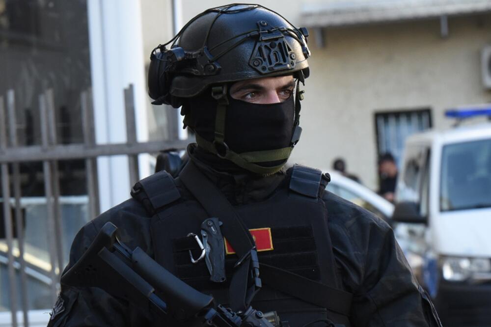POLICIJSKA AKCIJA U LUCI BAR: Borba protiv kriminala ili predstava